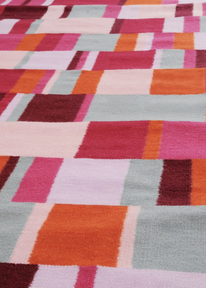 I+I_Tempo Sette_red, wool tappeto carpet rug handwoven design in Milan Italy India detail