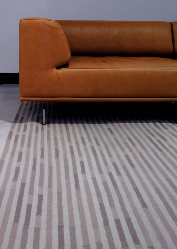 I+I_Tempo Uno_warmgrey, wool tappeto carpet rug handwoven design in Milan Italy India ambient